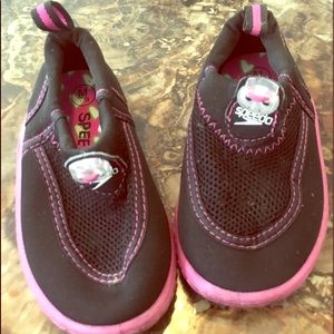 Preowned Med 7/8 Kids Water Shoes